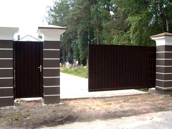 Откатные ворота: удобство и экономия пространства