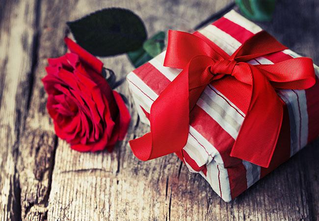 Как удивить любимого или знакомого человека? Поиск необычного подарка на праздник