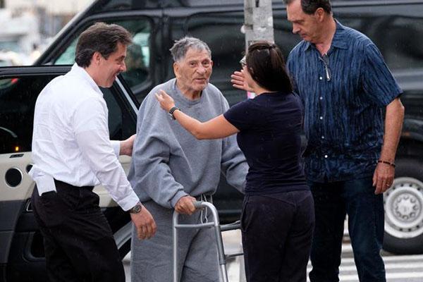 В США 100-летний мафиози вышел на свободу (фото)