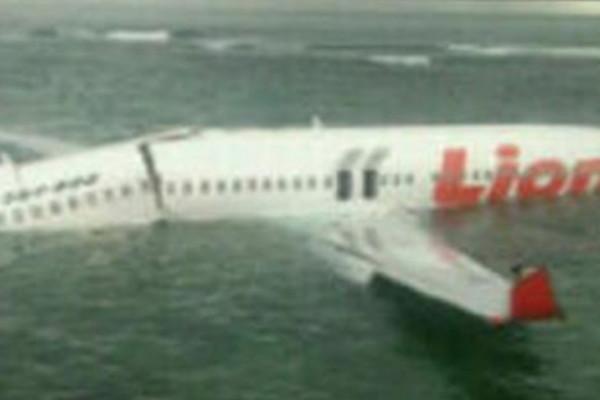 CРОЧНО! В океан упал пассажирский самолет