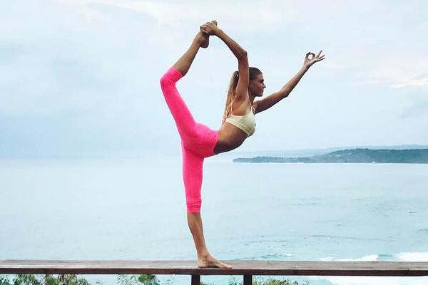 22-летняя инструктор по йоге превратила свой Isntagram в очень прибыльный бизнес