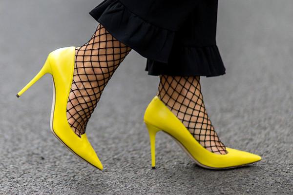 САМЫЙ ЯРКИЙ ТРЕНД: как и с чем носить цветную обувь этой весной
