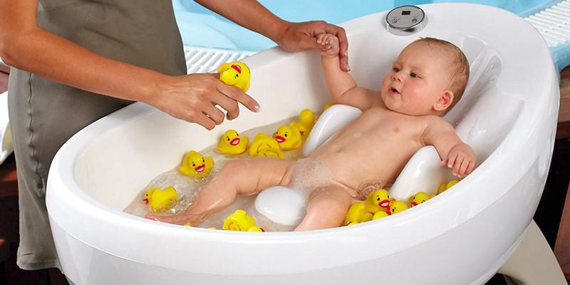 Советы молодым мамам. Как выбрать ванночку для новорожденного?