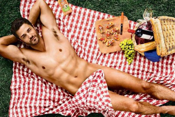 Голые парни на пикнике онлайн