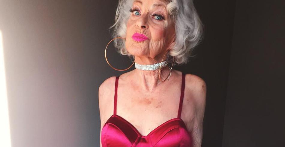 Порно видео пожилые бабушки живу