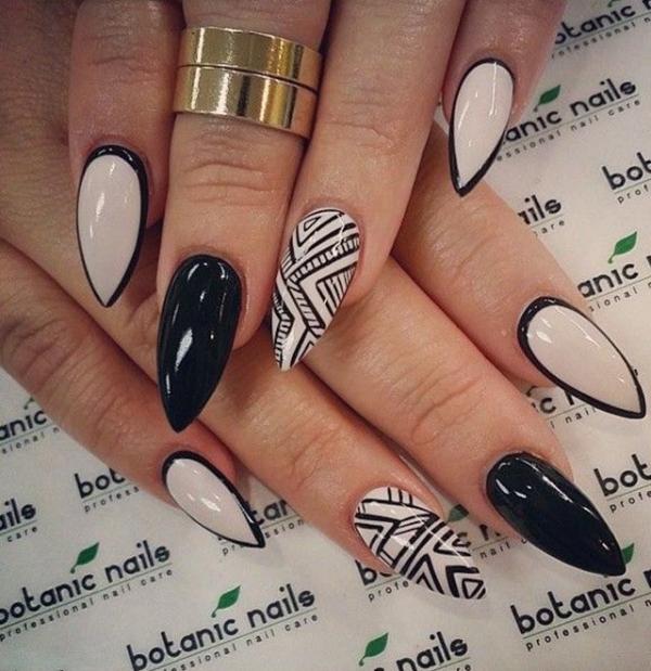 Острая форма на ногтях